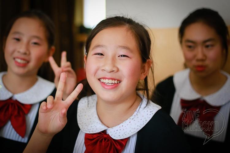Čínští zpěváčci vystoupili v mariánskolázeňské škole