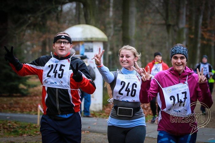 Běžci zdolali prvních 12 hodin benefičního běhu