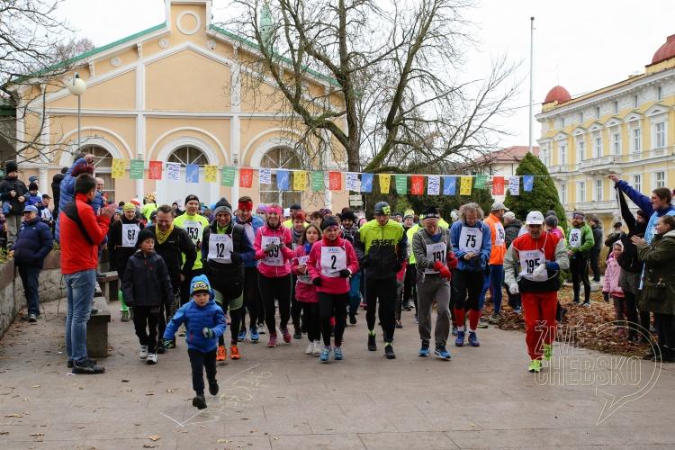 Běžci mají před sebou desítky kilometrů
