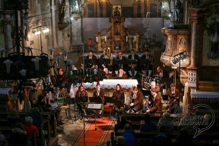 Kostelem svatého Jana Křtitele zněl adventní koncert