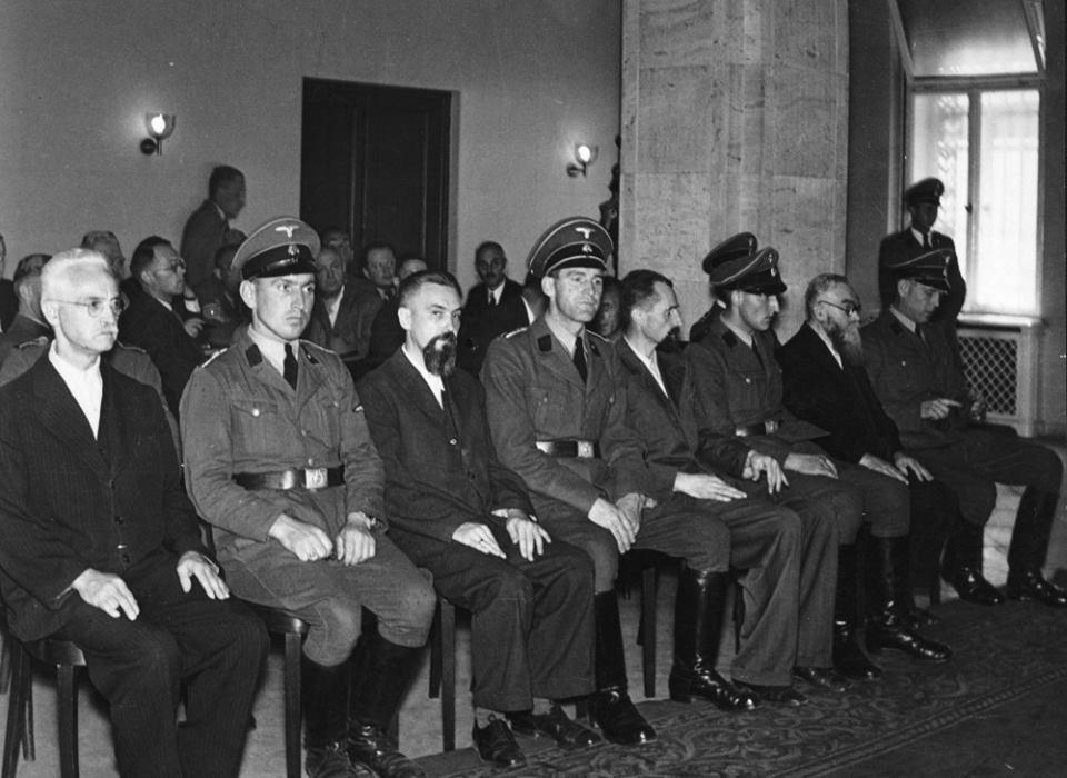 stanný soud s pravoslavnými duchovními - vlevo sedí vladyka Gorazd