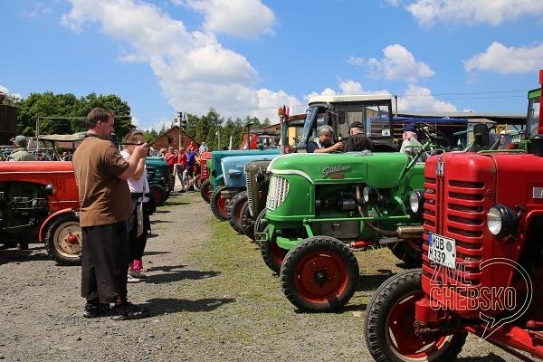 Milovníci traktorů se sjeli vsobotu do Skalné