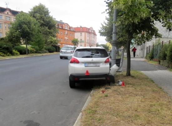 Nehoda nezabržděné auto Aš