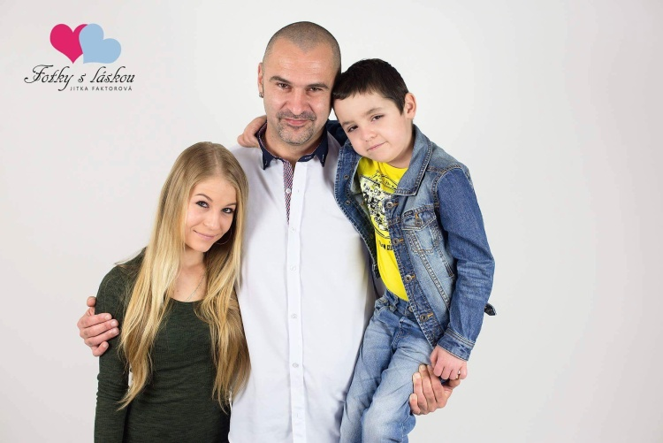 Jindra s tatinkem a sestrou