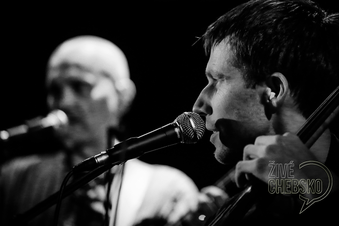 Aktual s Milanem Knížákem pokřtil v klubu Morrison nové CD