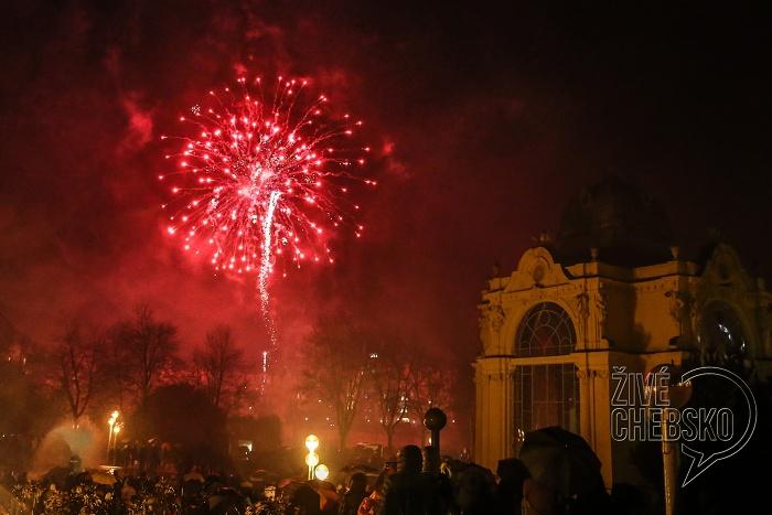 Státní svátek oslavili vMariánských Lázních lampionovým průvodem a ohňostrojem