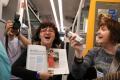 """Mottem """"Život je tak hezkej"""" se řídili účastníci happeningového vlaku"""