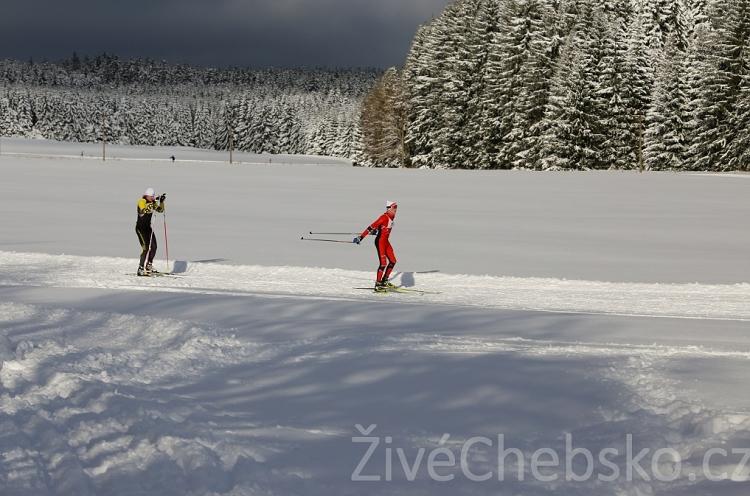 zima lyžaři malá na web