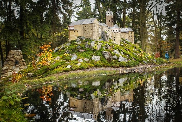 Park Boheminium zdobí další model. Návštěvníci mohou obdivovat hrad Loket