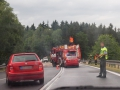 Záchranáři na Chebsku zasahovali u vážné nehody. Ta se stala v takzvaném Leimbruku u odbočky na Milíkov. Odstraňování následků stále probíhá a jednotky IZS na místě. Jednalo se o nehodu osobního auta a minibusu. Foto zaslal čtenář Živého Chebska.