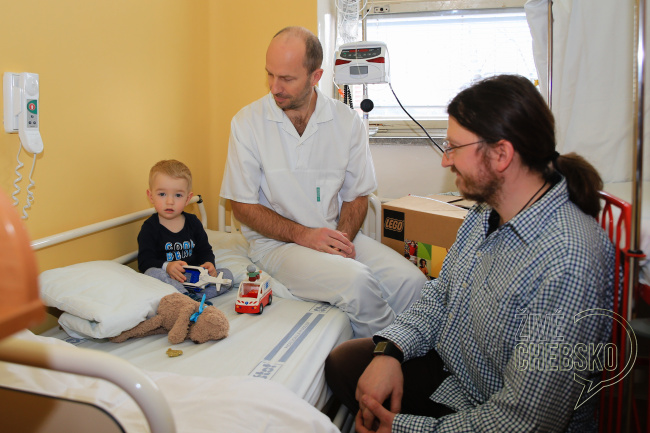 Dětské oddělení chebské nemocnice získalo pro pacienty stavebnice Lego