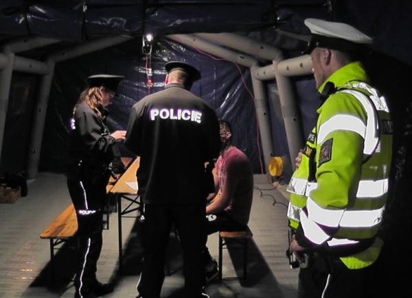 policejní akce migrace