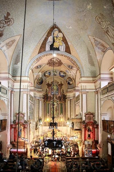 Zaplněným kostelem svatého Jana Křtitele zněl Adventní koncert