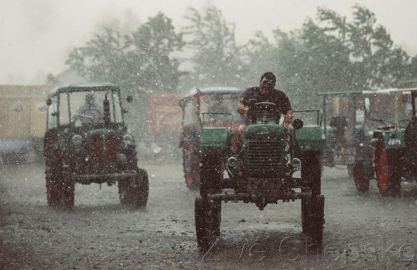 Ani déšť nepokazil Setkání starých traktorů ve Skalné