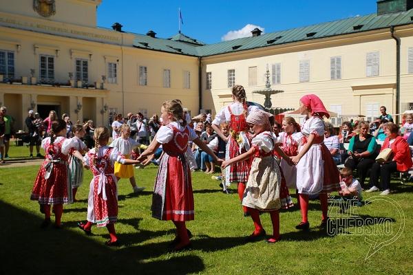 Kynžvartský-zámek-ožil-jarmarkem