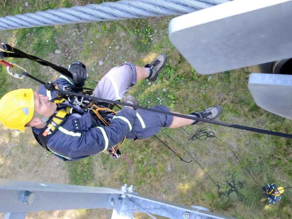 HZS Karlovarského kraje - Hasiči zachraňovali lidi z lanovky, naštěstí šlo jen o cvičení