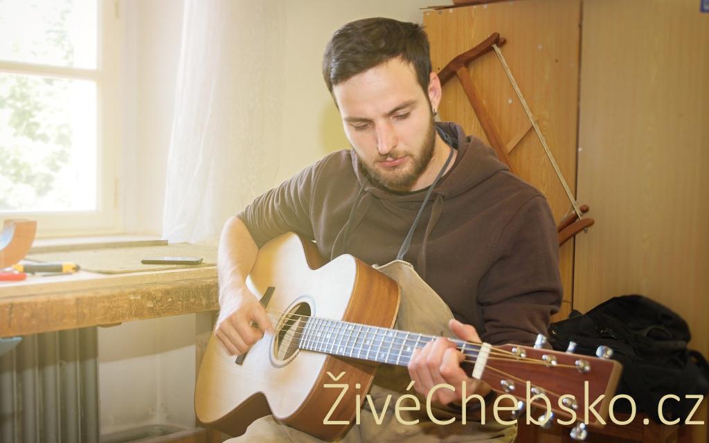 Vyrobit housle či kytaru? V Chebu je to možné