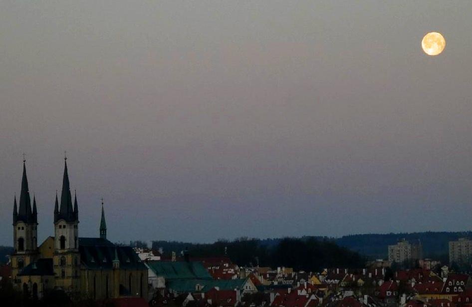 Ráno měsíc nejblíže k zemi-foto-Jiří Pošmura