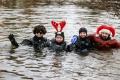 """Již po třetí se sešli potápěči v Chebu na """"Zimním plavání v Ohři"""""""