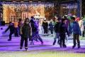 V Chebu už rozsvítili vánoční strom, zazpíval Jaroslav Uhlíř